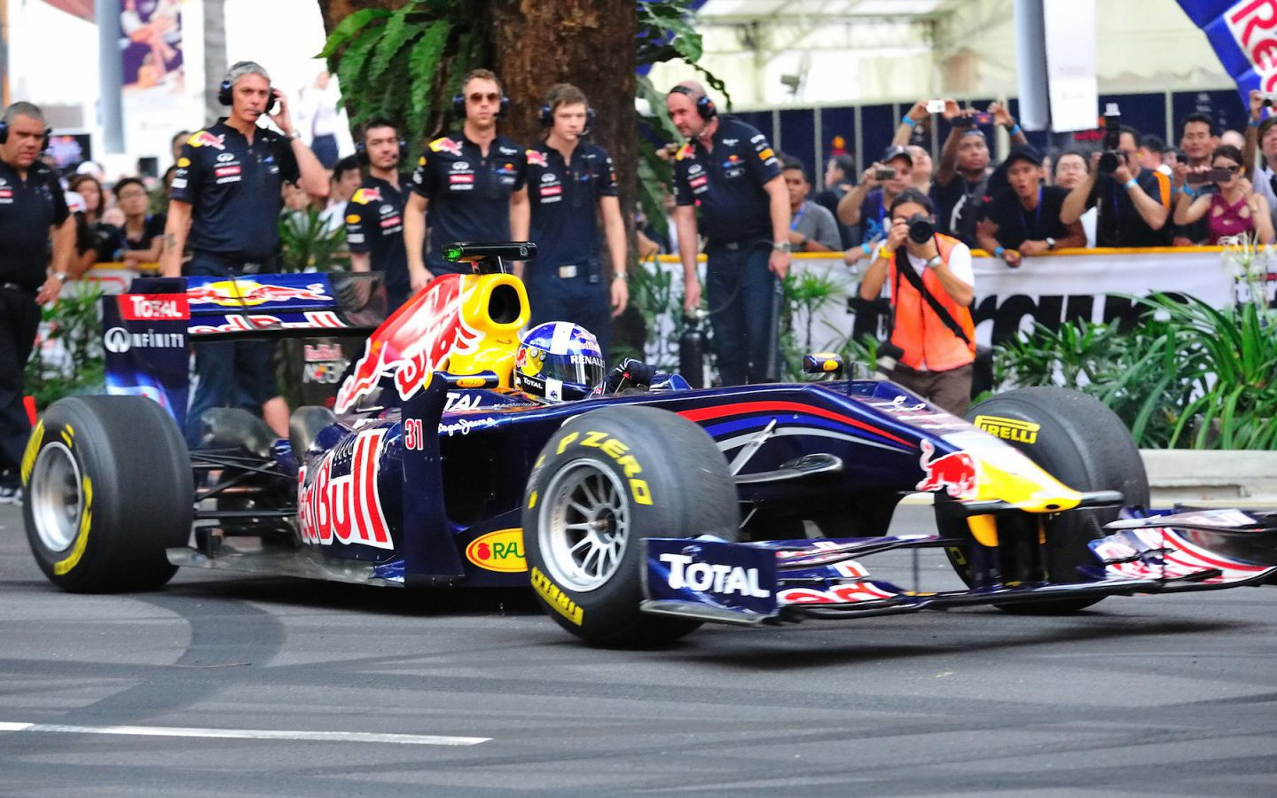 David Coulthard performing donuts in Singapore